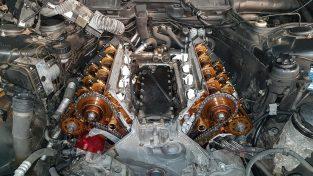Tak powinien wyglądać silnik w środku jeżdżący na do dobym oleju. Na zdjęciu silnik BMW m65 podczas wymiany rozrządu.