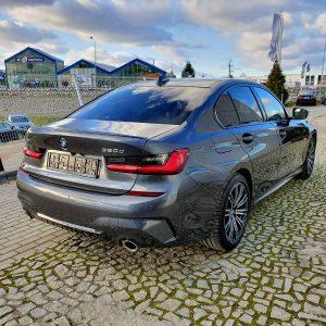Zdjęcie prawej strony z tyłu. Widać dokładnie reflektory auta oferowanego w naszym serwisie BMW Wrocław