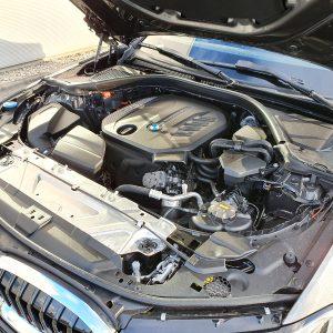 Pod maską tego egzemplarza BMW mamy silnik diesla o dużej mocy. W połączeniu z napędem na obie osie, zestaw ten będzie budził respekt na ulicach Wrocławia.